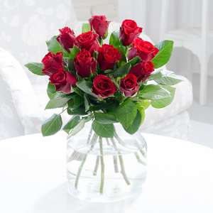 12 Hand-Tied Sweetheart Roses - delivered for Valentines £16.98 @ Blossoming Gifts