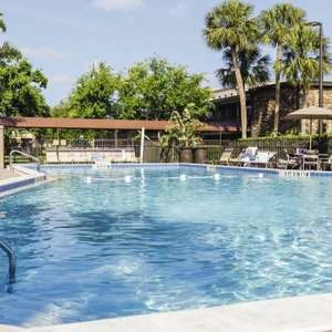 14 nights Orlando April inc Rosen Inn hotel, direct flights Manchester, 20kg luggage & transfers £355pp (£1423 total) based on 2a/2c @ TUI