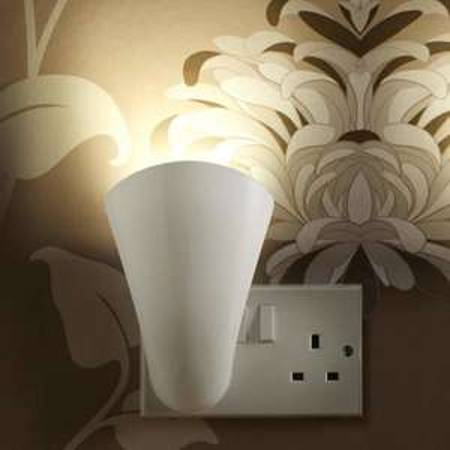 AGL Plug Socket Uplighting GU10 Wash Light Lamp - White - £9.99 / £12.18 delivered @ Mobile Fun