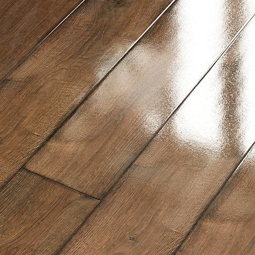 Wickes Chenai Dark Oak High Gloss Laminate Flooring - 2.19㎡ Pack (10 boards) for £34.23 delivered @ Wickes