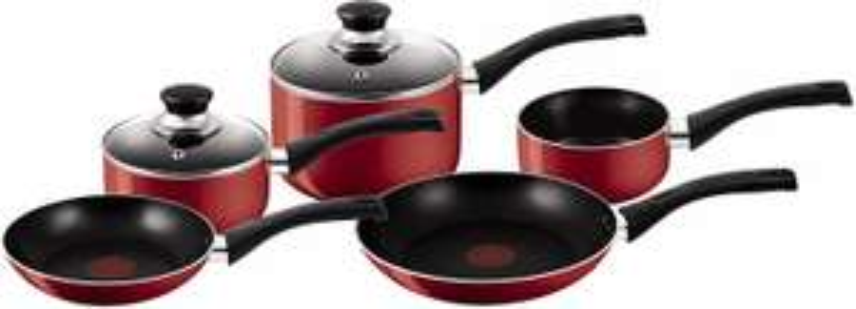 Tefal Bistro 5 piece set red: 20cm, 24cm frying pans, 14cm milk pan, 16 and 18cm saucepans with lid for £34.99 @ Amazon